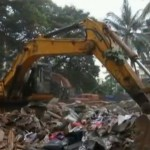 Mumbai's 100-years old Building Collapses; Six killed and Two injured